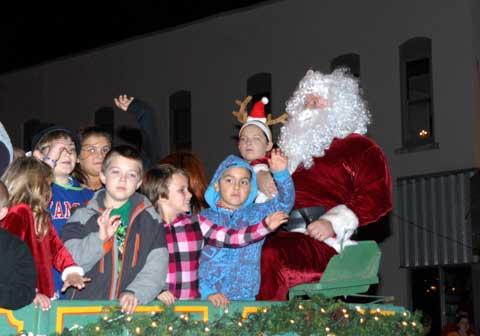 111613-osage-parade-santa