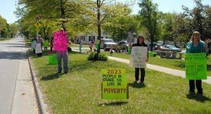 050115-eckan-poverty-picket