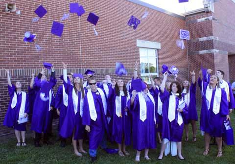 051916-bhs-graduates2
