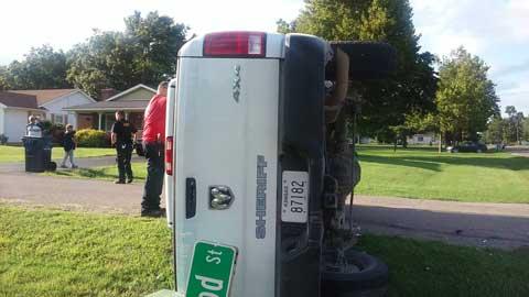 081016-sheriff-truck-crash